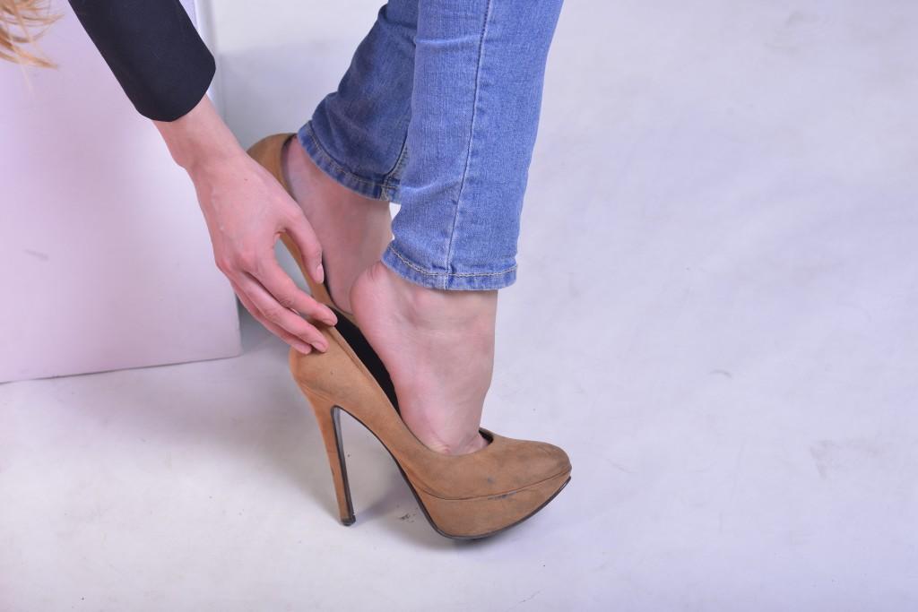 靴が小さくて、痛い方