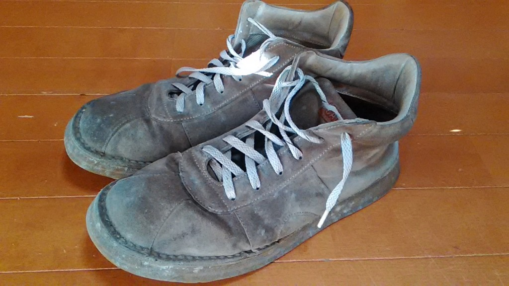 カンペールのカビ取り&丸洗いの靴修理