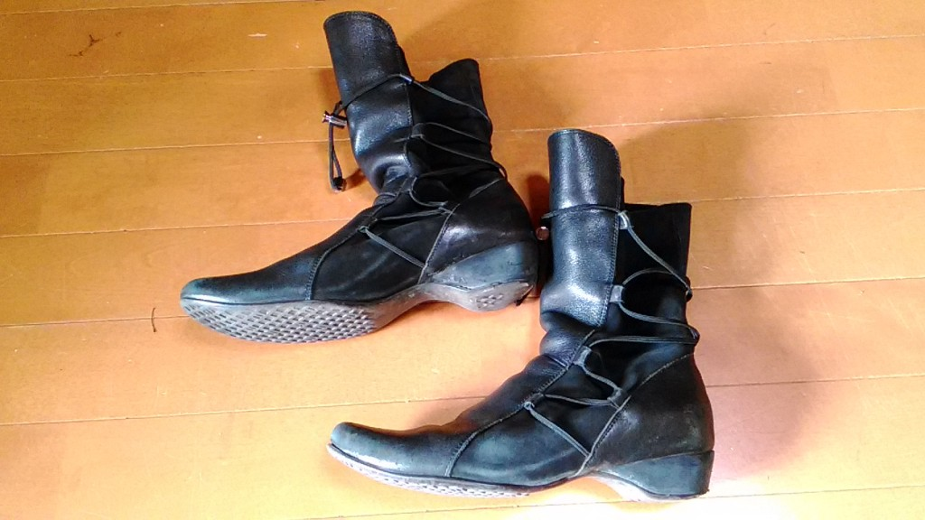 レディースブーツのソール貼り替え&ヒールの革巻きの靴修理