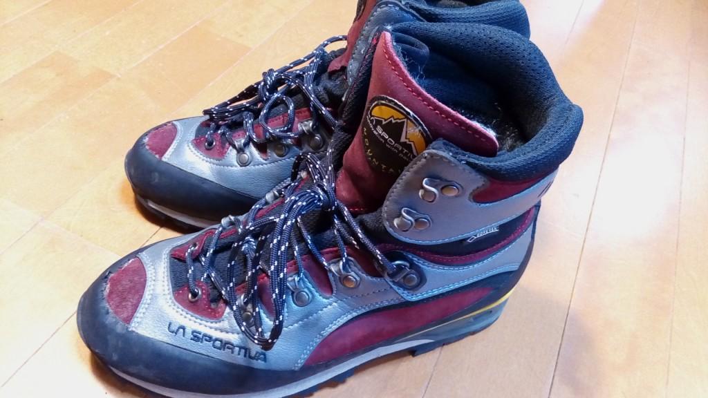 登山靴のつま先部分のポイントストレッチ&つま先ゴム補修の靴修理