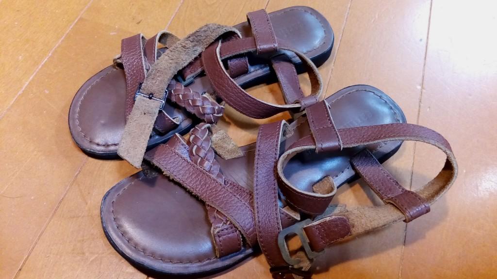 靴修理品97:サンダルの金具交換の靴修理