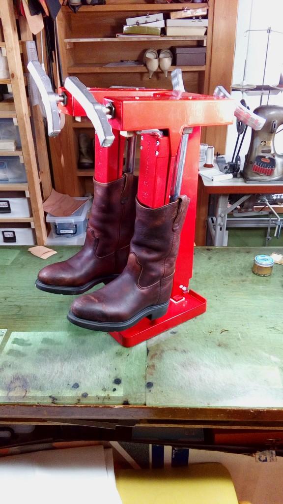 キツイ・小さいロングブーツの靴の幅出し靴修理8