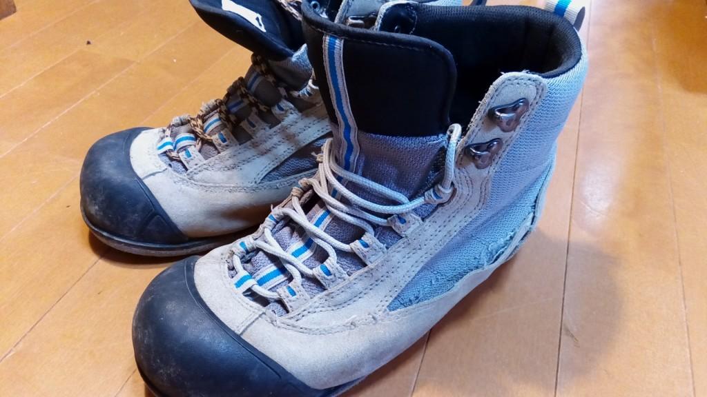 靴修理品101:釣り用ブーツのアッパー補修の靴修理