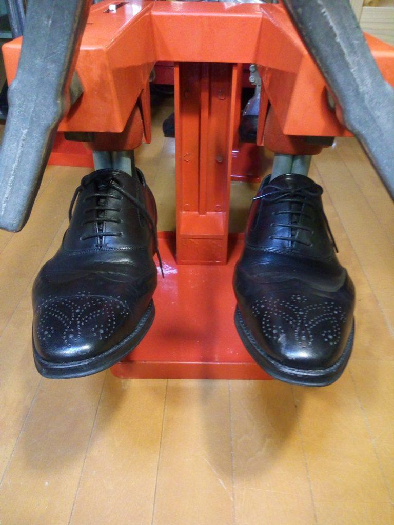 キツイ・小さい靴の幅出し靴修理27