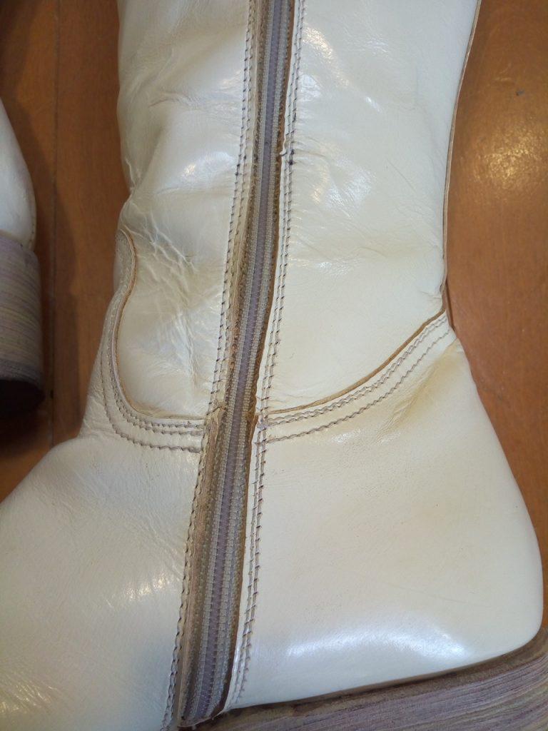 靴修理品154:レディースホワイトロングブーツのアッパー補修の靴修理
