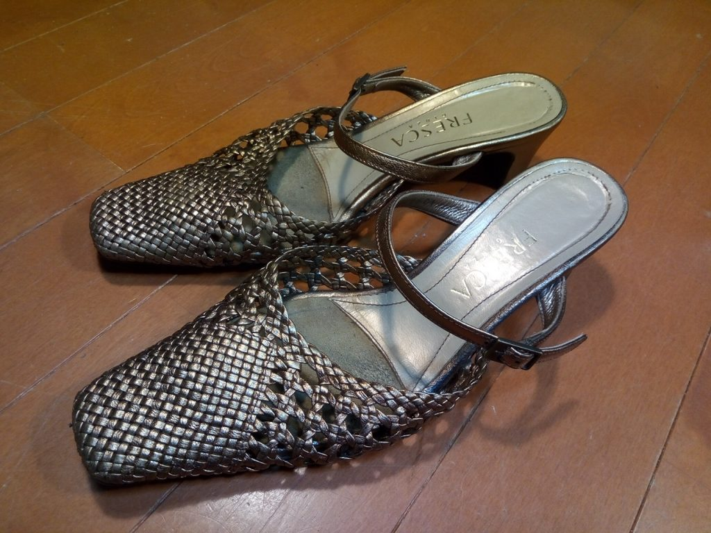 靴修理品160:レディースサンダルのヒール&アッパー補修の靴修理