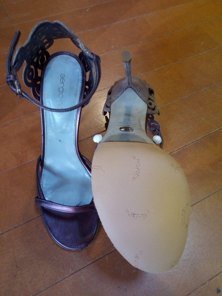 靴修理品166:レディースハイヒールサンダルのゴム半張り&トップリフト交換の靴修理