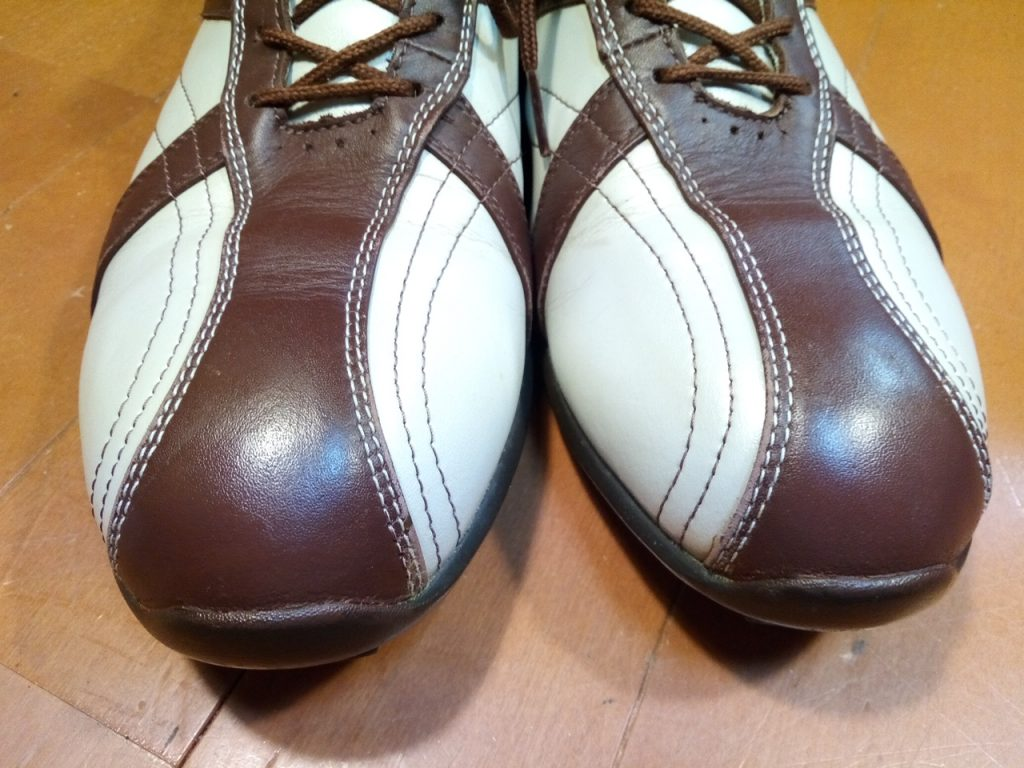 ゴルフシューズのアッパー色補修の靴修理