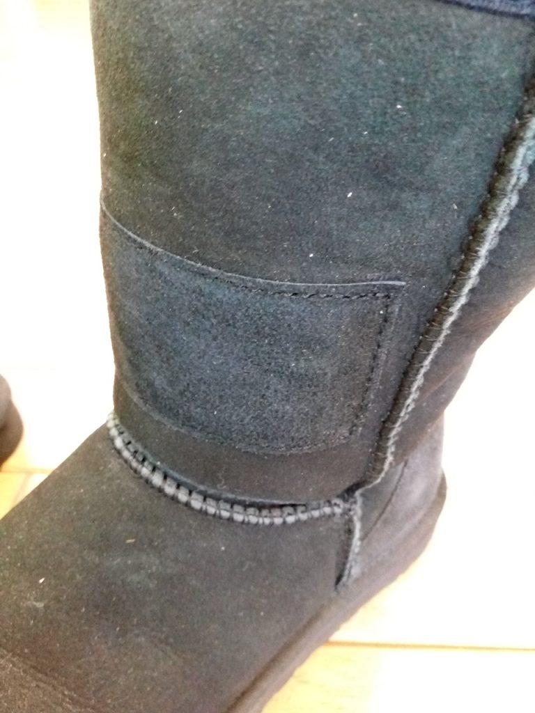 アグーのムートンブーツのアッパー破れ補修の靴修理