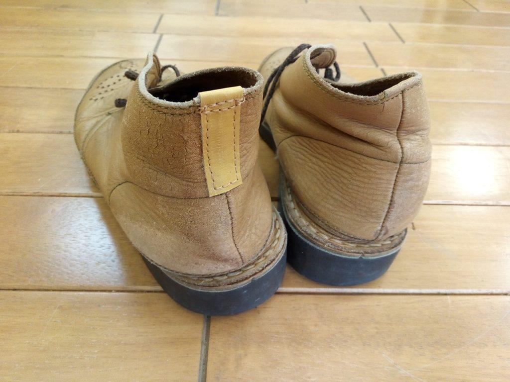 ウオーキングシューズのアッパーかかと部分の補修の靴修理