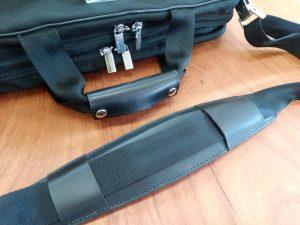 ポルシェデザインのバッグの持ち手部分交換と肩ベルト補修の鞄修理