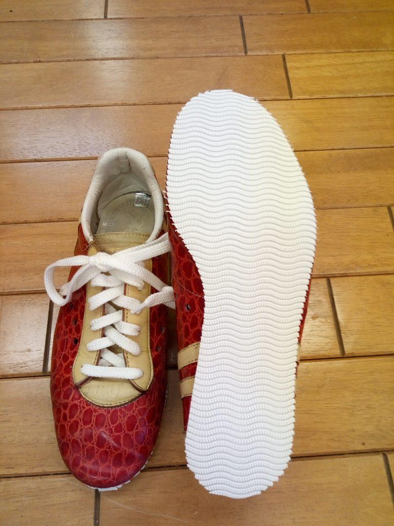 スニーカーのオールソールの靴修理