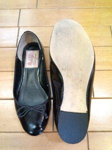 フラットパンプスのトップリフト交換の靴修理