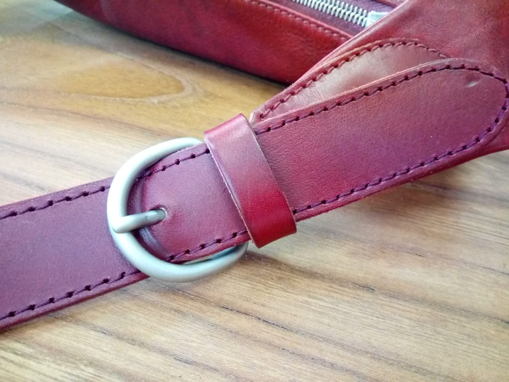 イルビゾンテのバッグの持ち手ベルト補修&革手入れの鞄修理