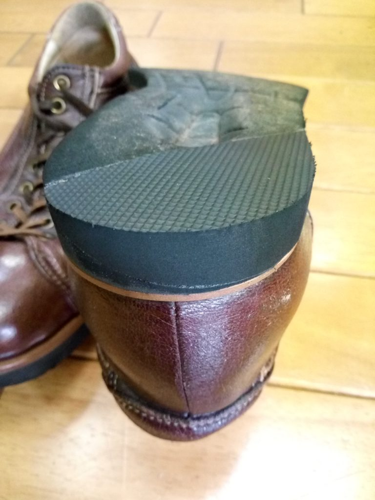 メンズ・スニーカーのヒール部分補修の靴修理