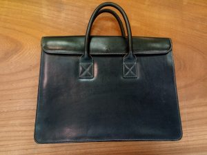 キタムラのネイビーのバッグの内側の革の張替の鞄修理