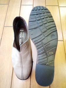 レディースシューズのかかと部分の補修の靴修理