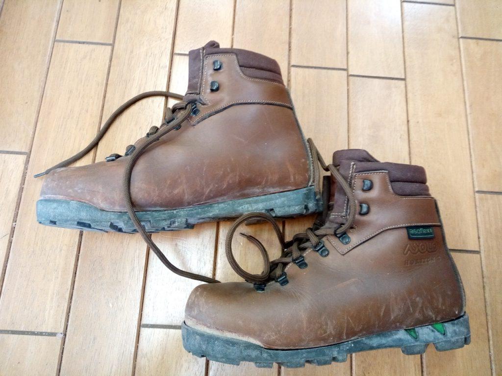 アゾロの登山靴のソール貼り直しの靴修理