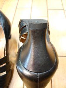 レディース・トラサルディのパンプスのヒール巻革補修の靴修理