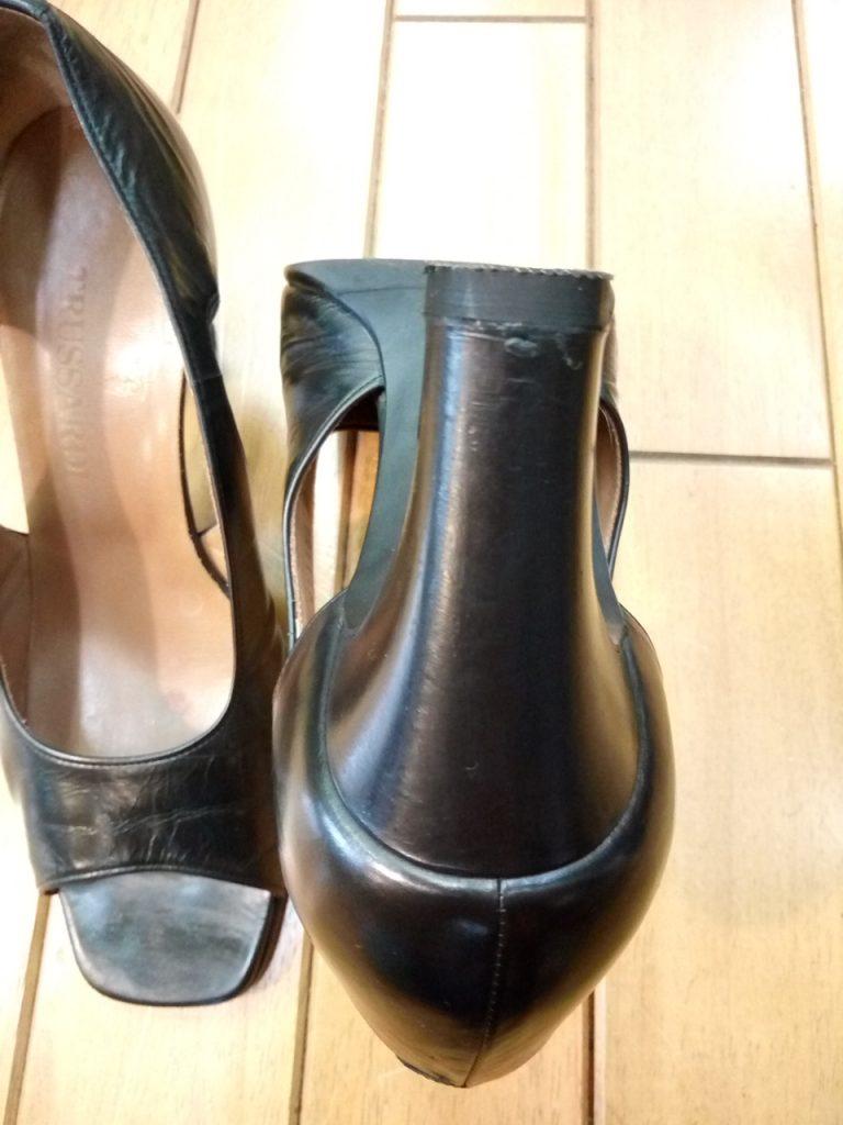 レディース・トラサルディのサンダルのヒール巻革補修の靴修理