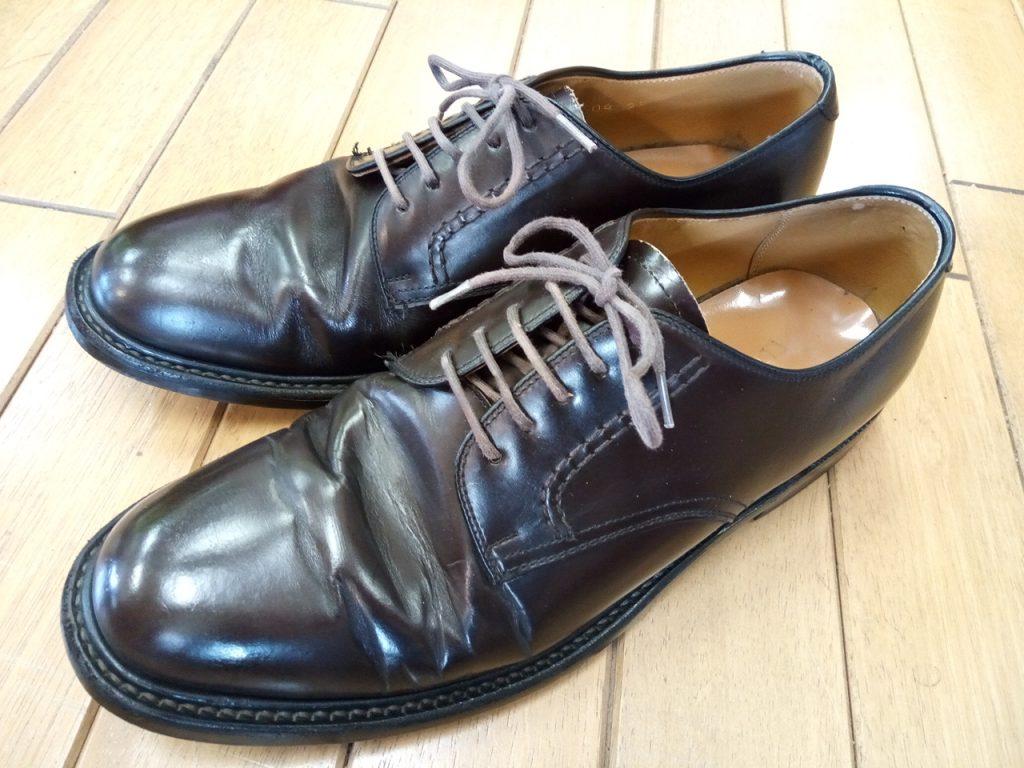 リーガルのプレーントゥのアッパーキズ補修の靴修理