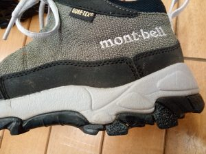 スニーカーのソール貼り付けの靴修理