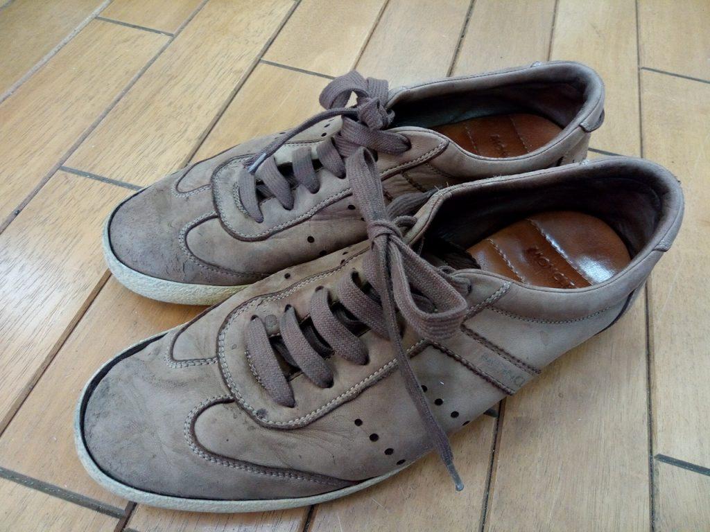 モンクレールのレザースニーカーのアッパー補修&ソール貼り付けの靴修理
