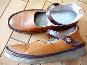 レディースストラップパンプスのホック交換の靴修理