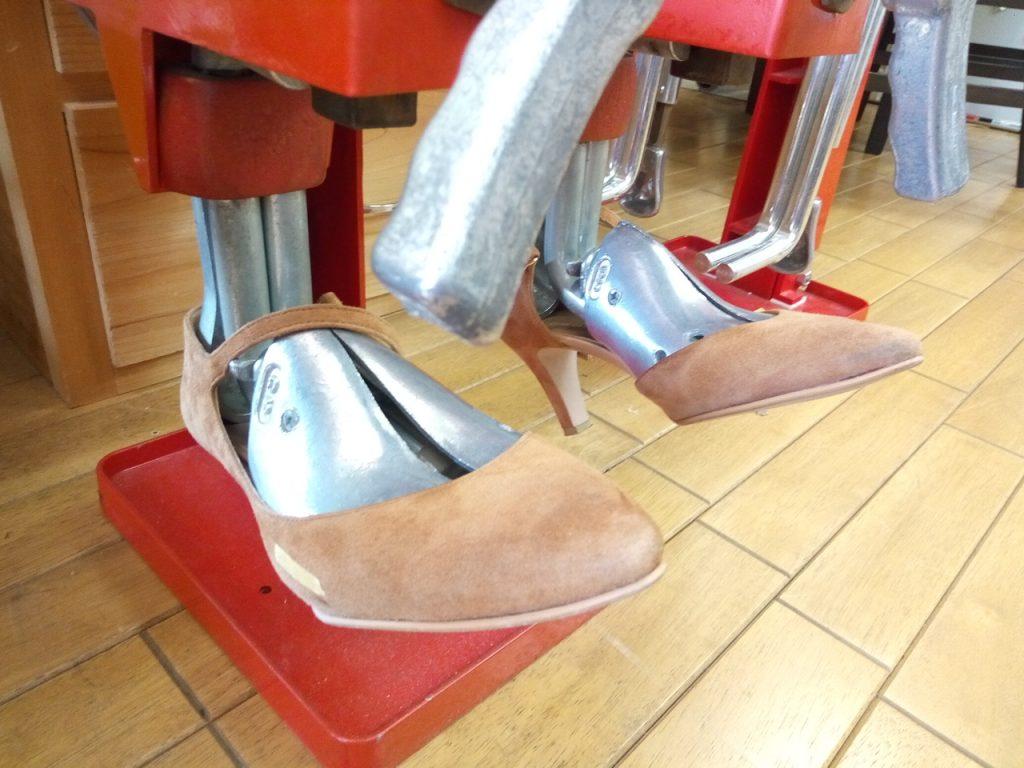キツイ・小さい靴の幅出し靴修理60