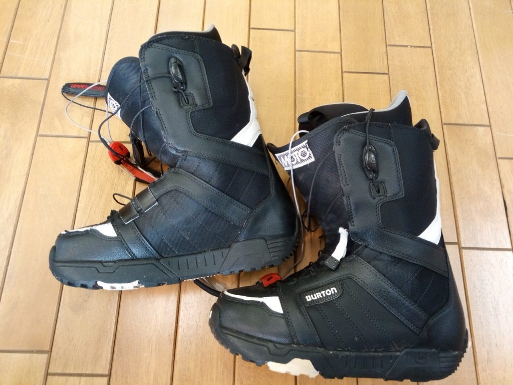 スノーボード用ブーツのアッパー補修の靴修理