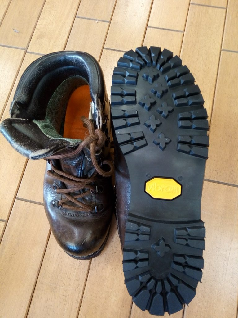 レディース登山靴のオールソールの靴修理