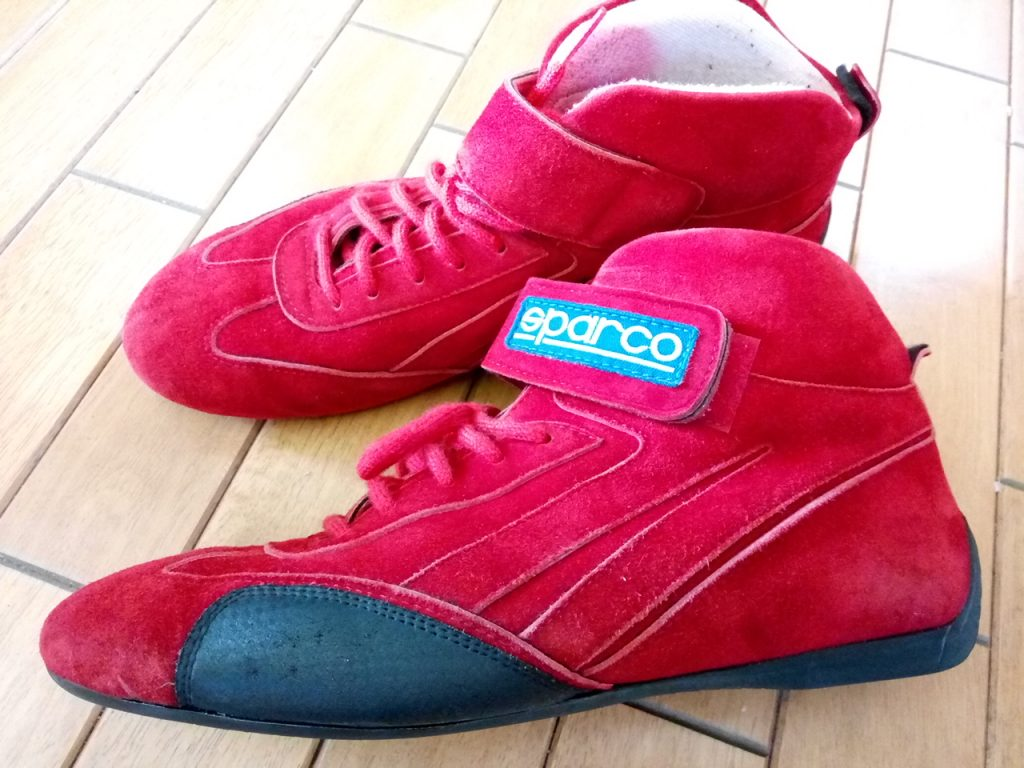 レーシングシューズのソール貼りつけの靴修理