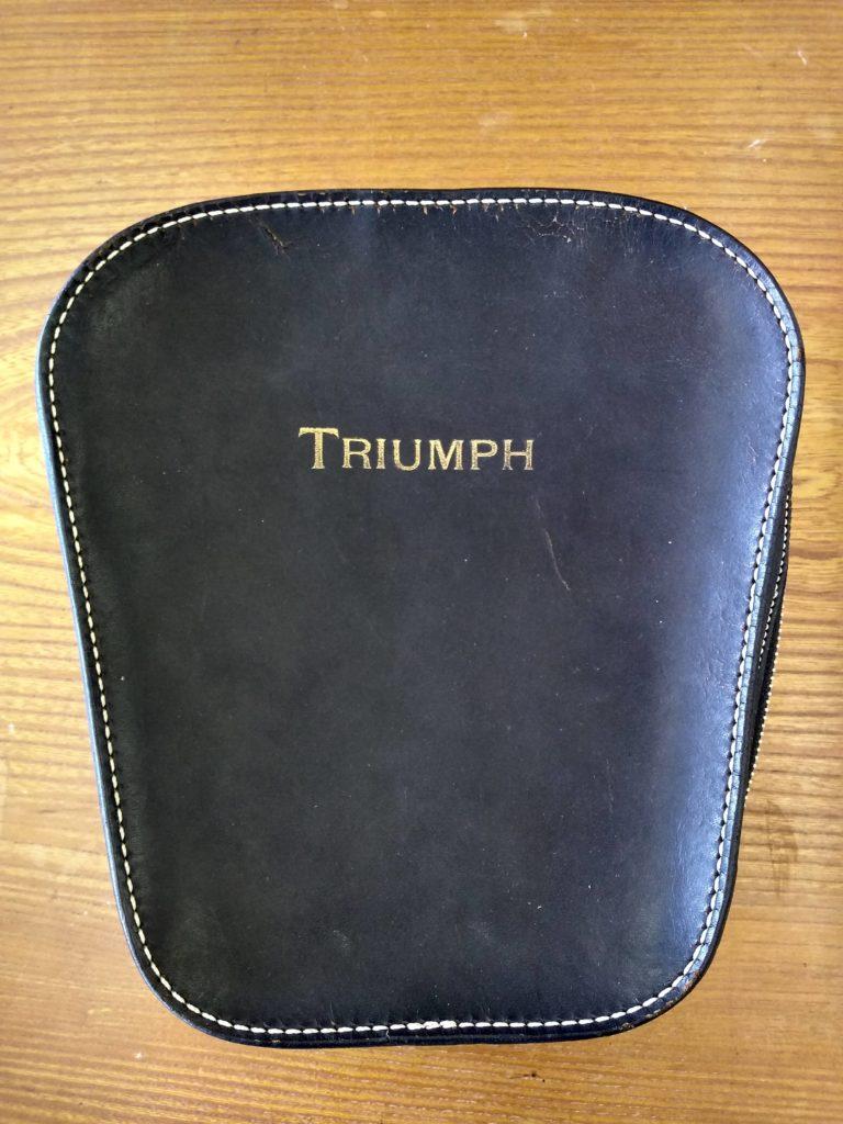 triumphトライアンフ・バイク・タンク取り付け用バッグの鞄修理